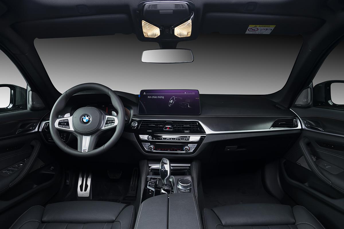 Nội thất BMW 530i M Sport.