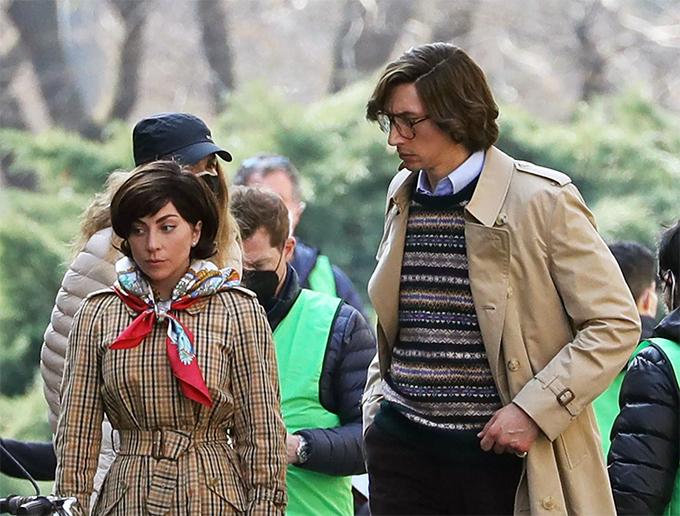 Lady Gaga và Adam Driver thực hiện các cảnh quay của House of Gucci trên đường phố Milan, Italy.