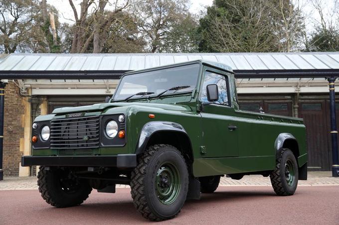 Mẫu xe Land Rover Defender TD5 130 mà chồng Nữ hoàng thiết kế trong 16 năm sẽ được dùng để chở linh cữu ông trong tang lễ vào ngày mai. Ảnh: PA.
