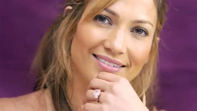 Nhẫn kim cương hồng Ben Affleck cầu hôn Jennifer Lopez.