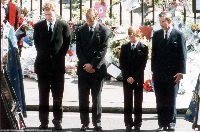 Hoàng tử William và Hoàng tử Harry trong đám tang Công nương Diana năm 1997. Ảnh: UK Press.