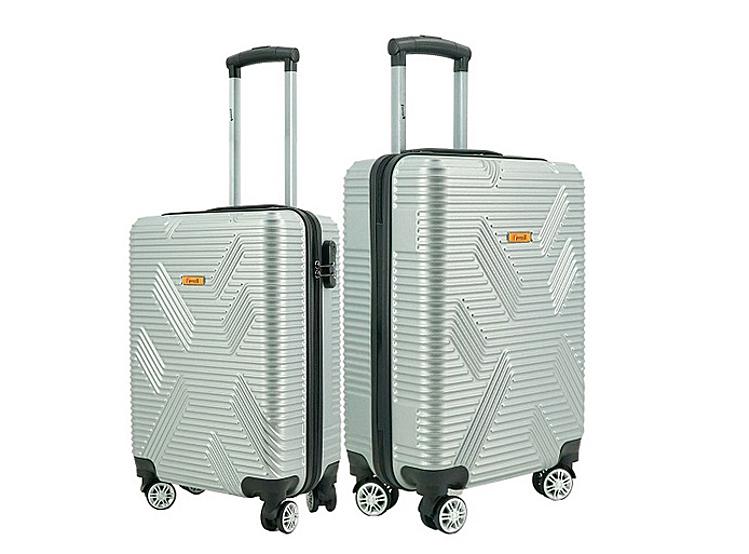 Bộ 2 vali Immax X11size 20 (50 x 35 x 21 cm) và 24 inch (60 x 40 x 27 cm). Sản phẩm có các màu bạc, đen, xanh dương, đang được ưu đãi 53% còn 655.000 đồng.