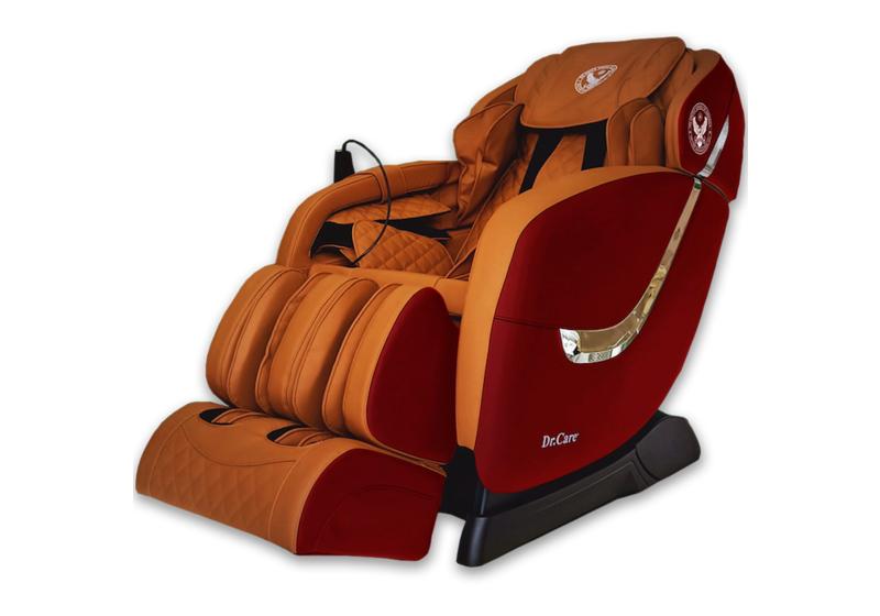 Muốn tông màu ghế phù hợp với thiết kế không gian trong nhà, có thể tham khảo thêm sản phẩm cùng dòng ghế massage Dr.Care Golfer GF838với ngoại thất màu đỏ, nội thất nâu vàng. Mẫu màu này cũng được bảo hành 5 năm. Giá gốc 61 triệu, đang ưu đãi 49% còn 31 triệu đồng.