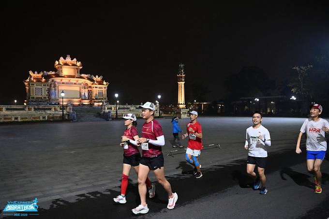 Chạy bộ được xem là môn phù hợp cho người, ở những tình trạng sức khỏe khác nhau. Ảnh: VnExpress Marathon.