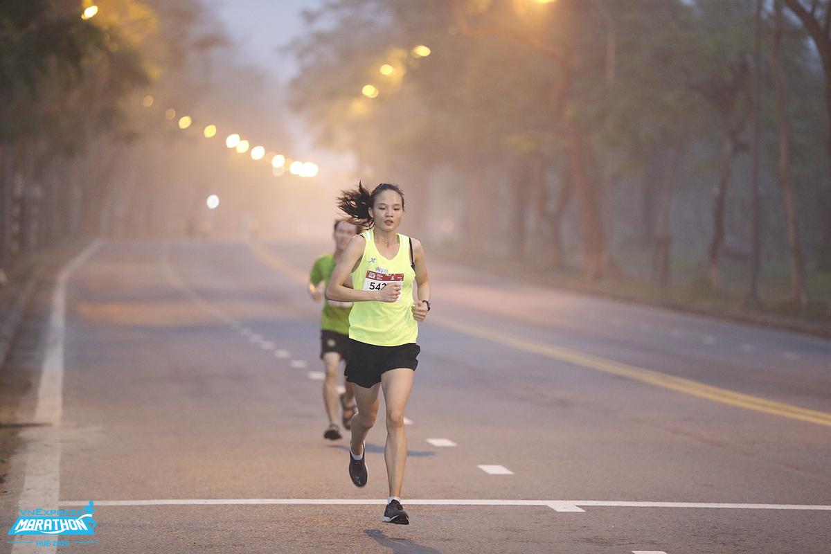 Chạy bộ là một trong những bộ môn được nhiều người lựa chọn bởi vừa giúp nâng cao sức khỏe, vừa dễ thực hiện lại không tốn kém. Ảnh: VnExpress Marathon.