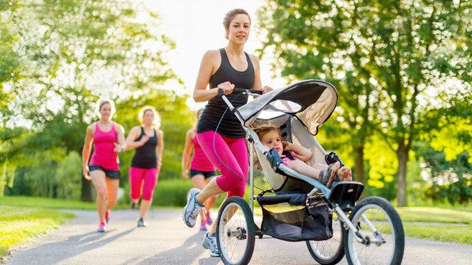 Nhiều chị em duy trì thói quen chạy bộ để lấy lại vóc dáng sau sinh. Ảnh:123rf.