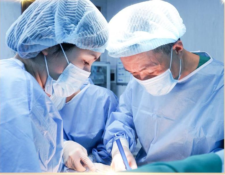 Nâng ngực là đại phẫu, nên bạn cần đảm bảo phải có sức khỏe ổn định. Ảnh: nhân vật cung cấp.