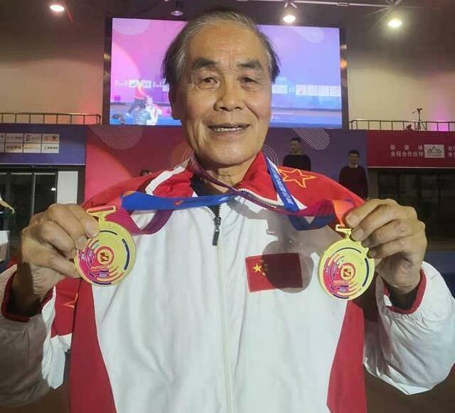 Ông Lý tham gia nhiều sự kiện thể thao, đoạt vô số huy chương và phá nhiều kỷ lục. Ảnh: Sohu.