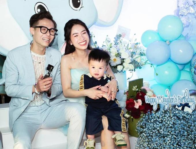Ái nữ nhà Minh Nhựa - Joyce Phạm cũng là một tín đồ hàng hiệu và khi làm mẹ, cô chăm sắm đồ đắt tiền cho con trai Jayden.
