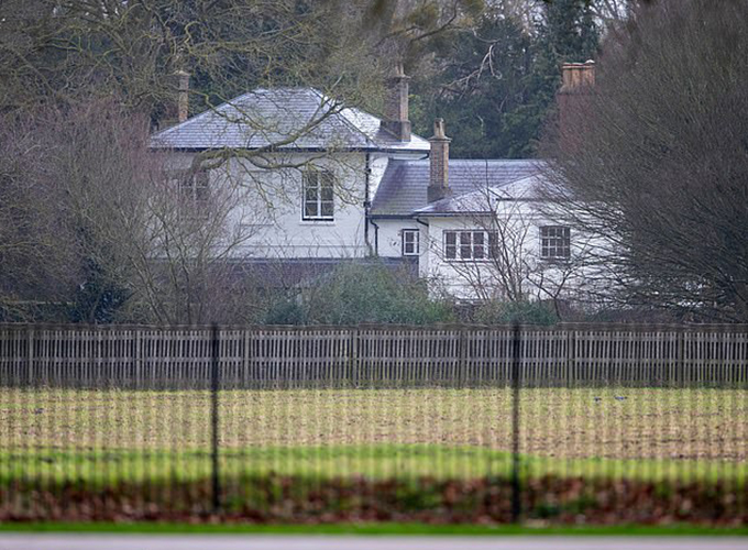 Frogmore Cottage - nơi ở của vợ chồng Harry - Meghan khi còn là thành viên cao cấp của hoàng gia Anh. Ảnh: Rex.