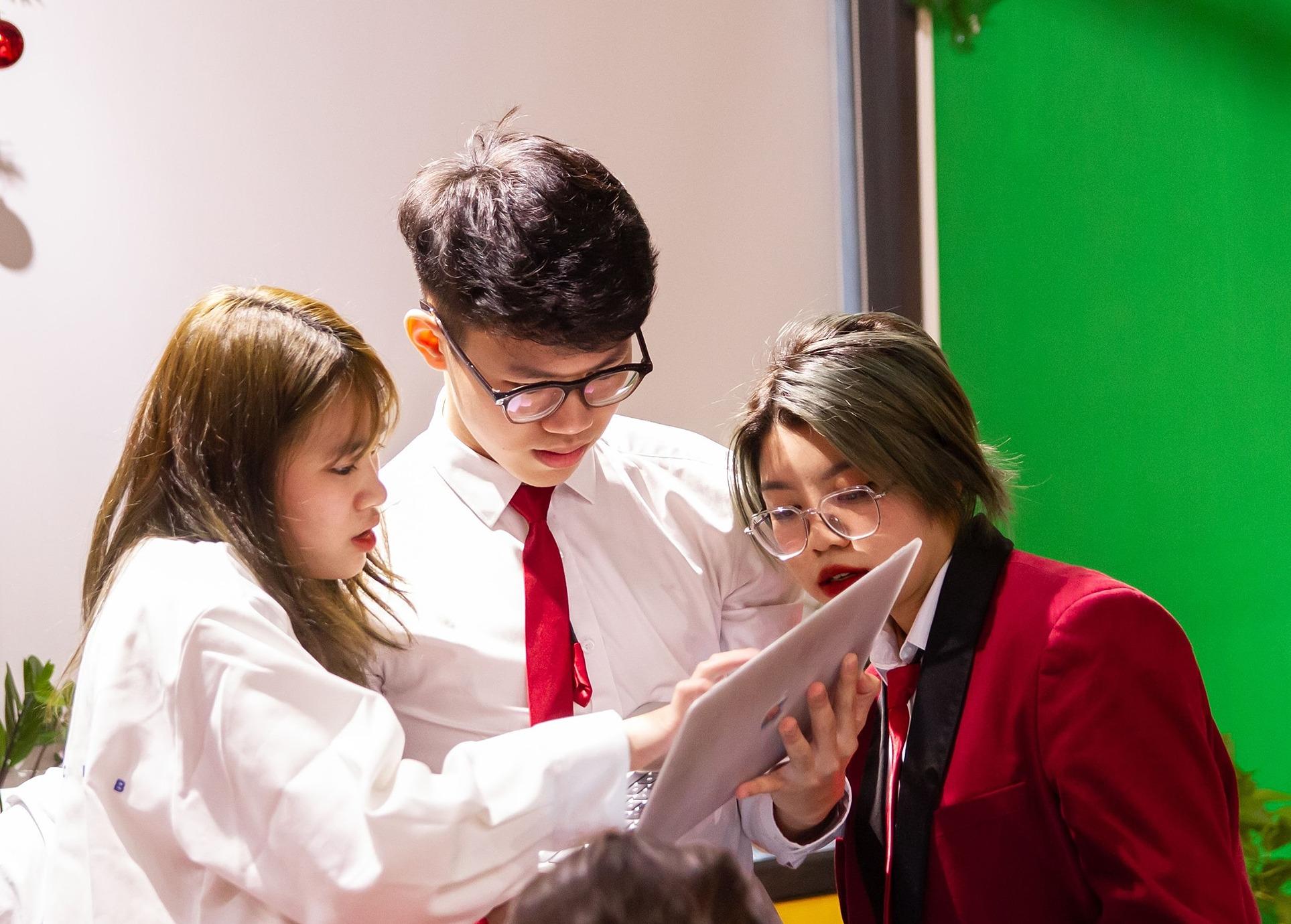Để tranh biện tốt, đòi hỏi học sinh phải trang bị kiến thức, tìm hiểu, xây dựng kỹ năng làm việc nhóm. Ảnh: Little Australia.