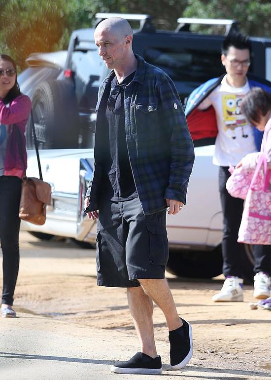 Thor: Love and Thunder đang quay ở Sydney nên Bale cùng vợ con đến Australia, hội ngộ với các diễn viên khác như Chris Hemsworth, Natalie Portman, Jane Foster...