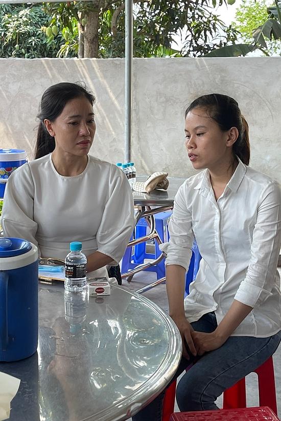Đỗ Mỹ Linh, Tiểu Vy viếng bé gái bị giết sau xâm hại   - 4
