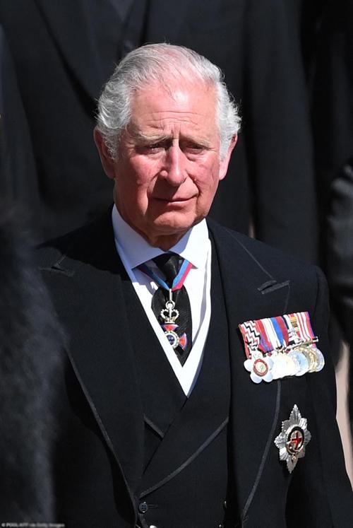 Thân vương xứ Wales khóc khi đi sau xe tang của bố - Hoàng thân Philip hôm 17/4. Ảnh: AFP.