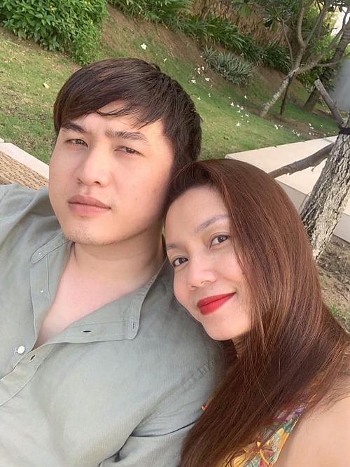 Ca sĩ Ngọc Anh hạnh phúc bên bạn trai Tô Minh Đức khi cả hai có chuyến du lịch cùng con gái nhỏ ở Quy Nhơn.