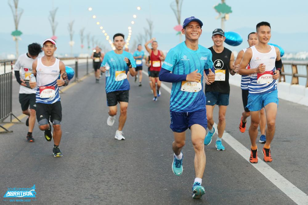 Vận động viên trên đường chạy Quy Nhơn 2020. Ảnh: VnExpress Marathon.