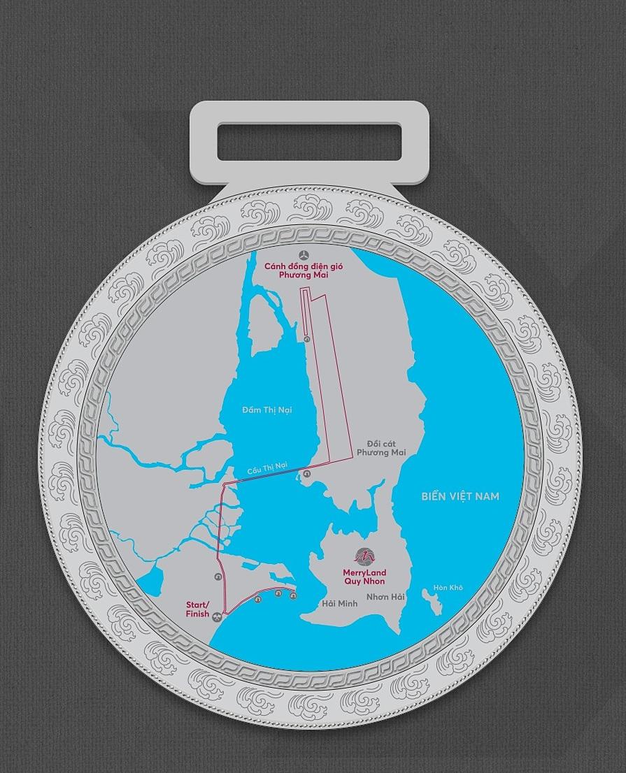 Mặt sau huy chương là cung đường chạy.