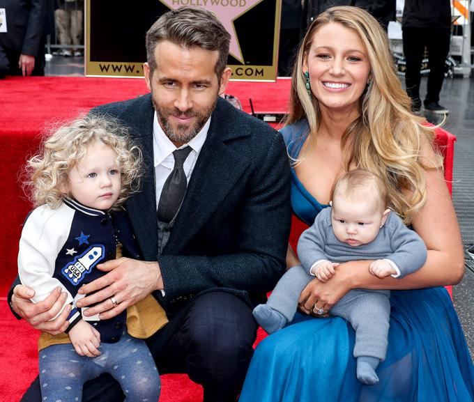 Ryan Reynolds bên vợ con trong buổi lễ gắn sao trên Đại lộ Danh vọng Hollywood năm 2016.