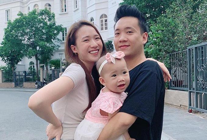Bé Cici Anh Chi, con gái của Justa Tee và Trâm Anh sinh ngày 7/10/2018, được bố mẹ lập cho tài khoản Instagram từ lúc mới chào đời. Tài khoản hút fan của bố Justa Tee và nhiều người yêu mến trẻ nhỏ, có khoảng 162.000 người theo dõi thường xuyên.