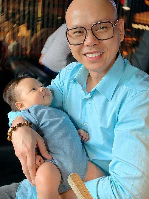 Biểu cảm đáng yêu của quý tử nhà Phan Đinh Tùng.