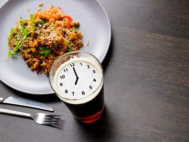 Kết thúc bữa tối trước 19 giờ giúp giảm cân dễ dàng hơn.