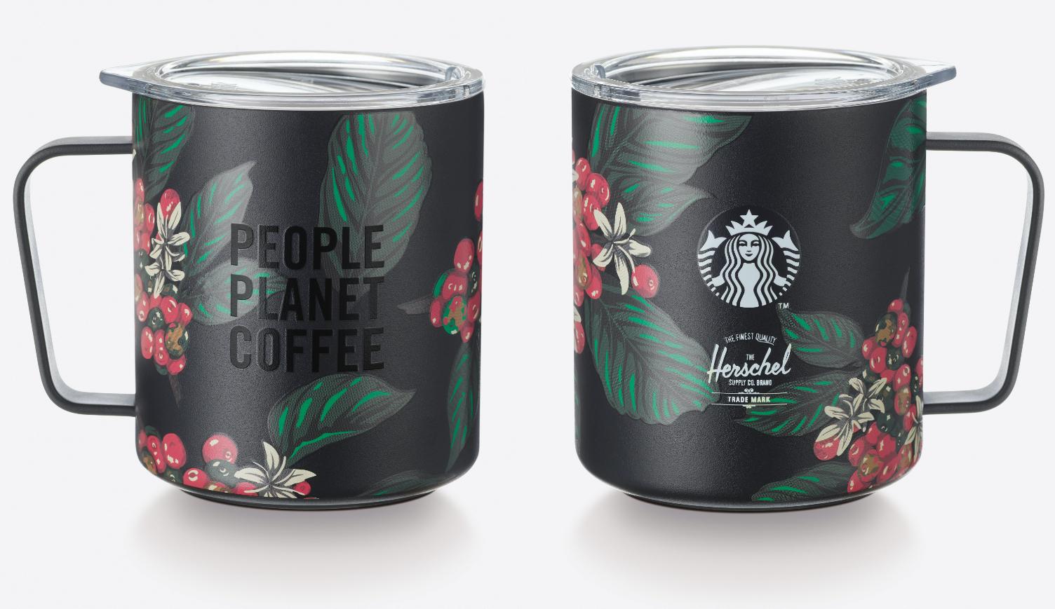 Mẫu ly mug có nắp đậy, tay cầm từ bộ sưu tập Herschel có thiết kế lấy cảm hứng từ quả cà phê màu đỏ, thể hiện  tình yêu chung đối với cà phê, con người và hành tinh. Xem thêm các sản phẩm khác từ bộ sưu tập này tại đây.