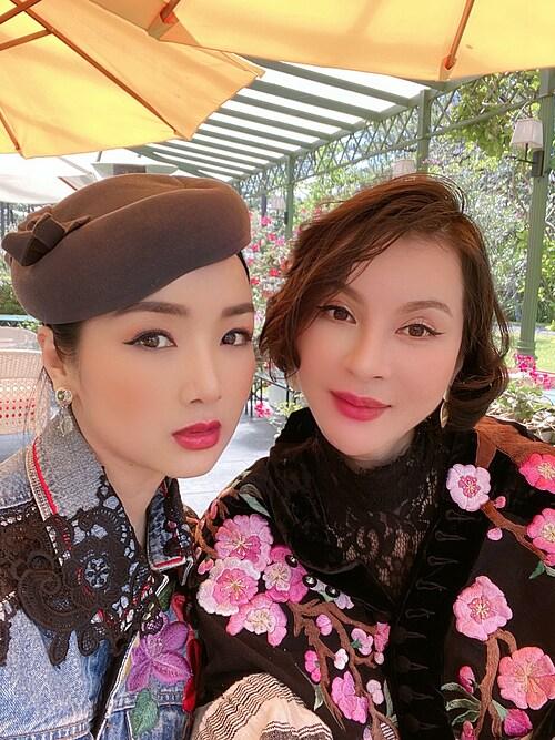Nhan sắc của MC Thanh Mai ở tuổi 47. Giáng My cũng được khen lão hoá ngược khi hơn Thanh Mai 2 tuổi nhưng vẫn trẻ trung không kém.