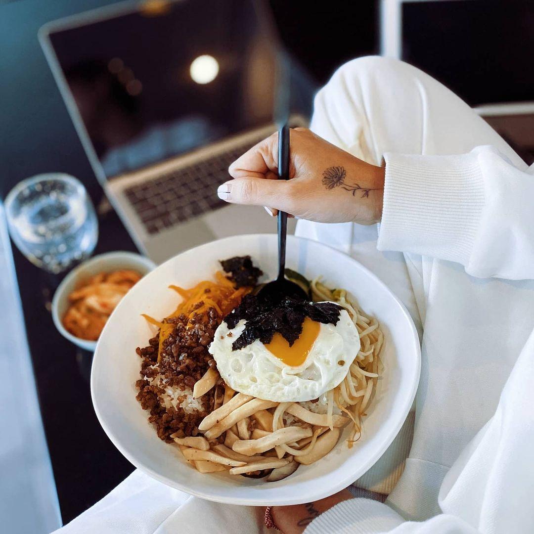 Bữa trưa giàu năng lượng của Ngô Thanh Vân.