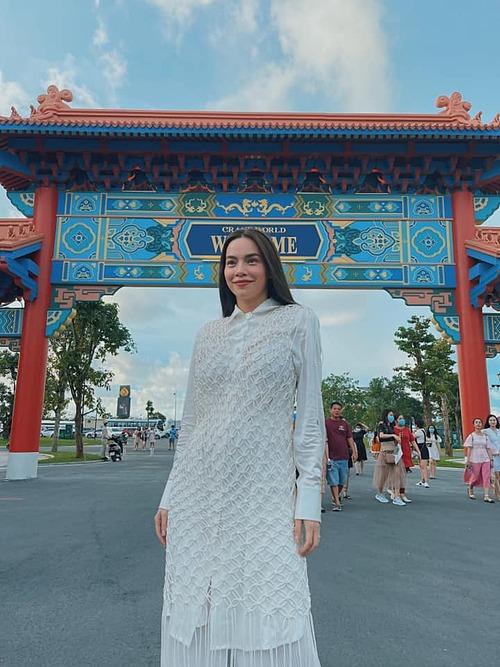Hồ Ngọc Hà tung tăng ở Phú Quốc khi tới đây dự lễ khai trương Phú Quốc United Center - siêu quần thể nghỉ dưỡng, vui chơi giải trí hàng đầu Đông Nam Á.