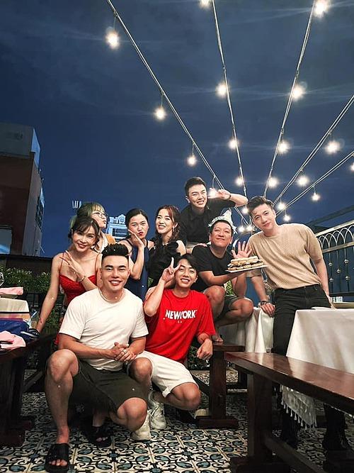 Nhiều nghệ sĩ gồm Lê Dương Bảo Lâm, Sơn Thạch, Lâm Vỹ Dạ... mừng sinh nhật muộn Trường Giang.