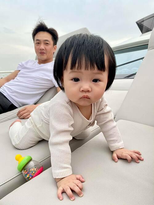 Cường Đôla đăng ảnh đưa con gái Suchin đi chơi, khán giả liền nhận xét Đàm Thu Trang đích thực đẻ thuê vì con gái khá giống bố. Người đẹp xứ Lạng cũng thỉnh thoảng gọi thiên thần nhí là Cường con.