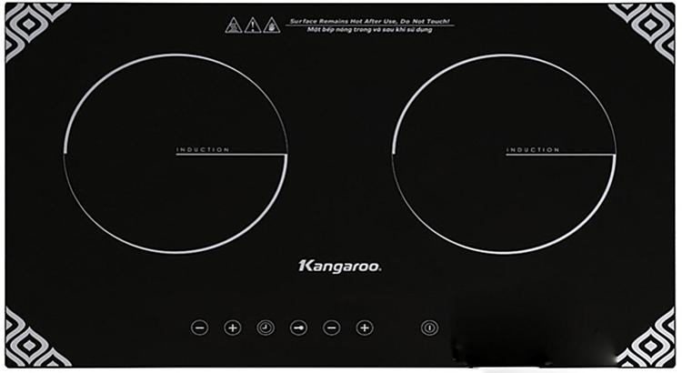 [Bếp hồng ngoại điện từ đôiKG498N của Kangaroogồm hai bếp có công suất lần lượt là 1.300 W và 1.800 W. Kích thước bếp 69 x75 x 42 cm, kích thước khoét đá 67 x 40 cm nếu đặt âm. Nếu ngại khoan đục, bếp vẫn có thể đặt dương trên bàn. Mặt kính chịu nhiệt, chịu lực, chống xước, dễ vệ sinh. Thân vỏ thép dày 0.6 mm, sơn tĩnh điện màu đen chống gỉ. Thông qua bàn phím cảm ứng, có thể cài thời gian cho từng bếp; tăng giảm nhiệt độ ở 9 cấp độ, khóa trẻ em. Bếp được tích hợp 3 chế độ an toàn, phòng ngừa các trường hợp như đặt sai nồi nấu, không đặt nồi nấu, quên không tắt bếp... Sản phẩm đang được ưu đãi 44% còn 2,392 triệu đồng.