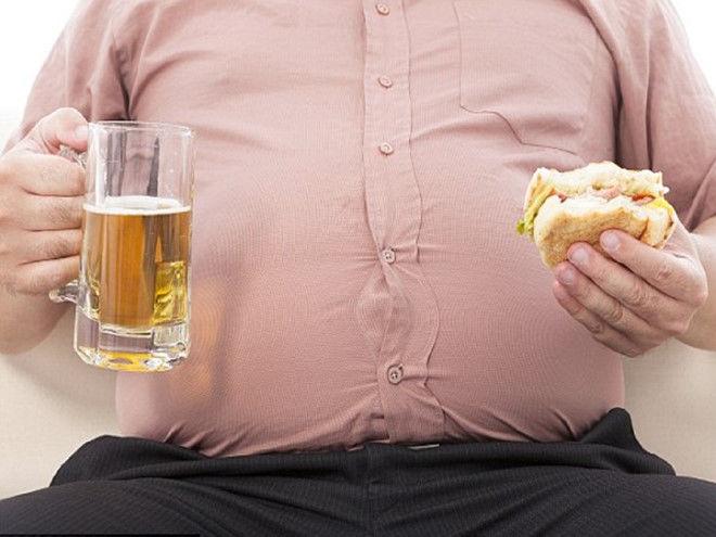 Bia thường bị coi là thủ phạm gây béo bụng.