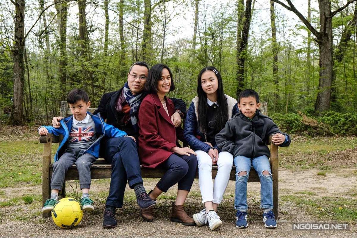 Gia đình diễn viên Quỳnh Giao ở Pháp.