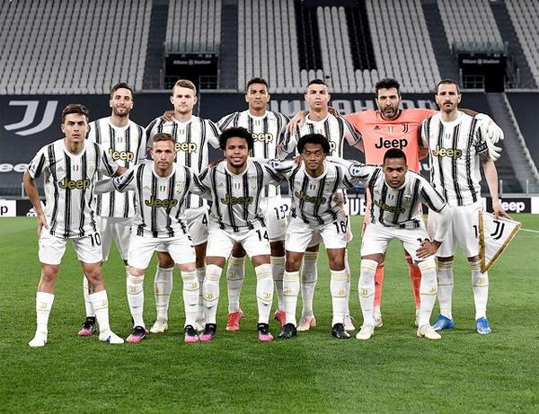 C. Ronaldo đăng ảnh toàn đội sau trận thắng Parma 3-1. Ảnh: Instagram.