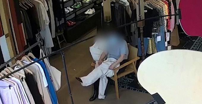 Chiếc quần bà Xiang thử được nhân viên nghi là bị bà mang đi mà không thanh toán. Ảnh: Reuters.
