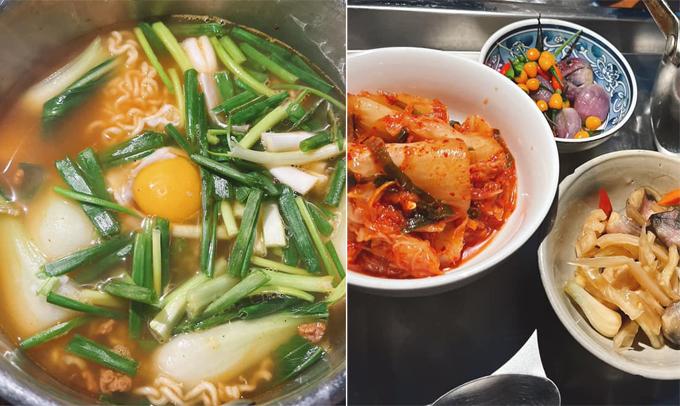 Nhã Phương ăn món mì quận đội kiểu Hàn.