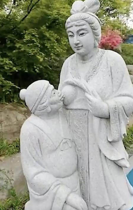 Bức tượng gây tranh cãi bên trong công viên Yingpanshan hiện đã bị di dời. Ảnh: Weibo.