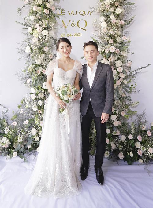 Áo dài, váy cưới gần 130 triệu đồng của vợ Phan Mạnh Quỳnh - 2