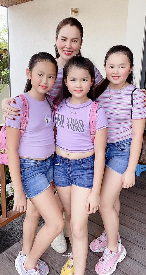 Hoa hậu Phương Lê và ba con gái.