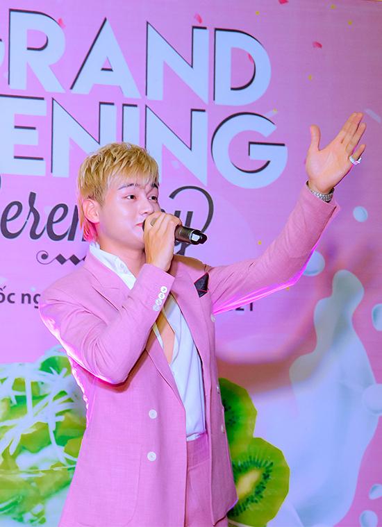Sự kiện còn có sự góp mặt của ca sĩ Phan Duy Anh.