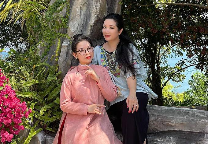 Thanh Thanh Hiền và con gái thứ hai - Hoàng Thái Phương.