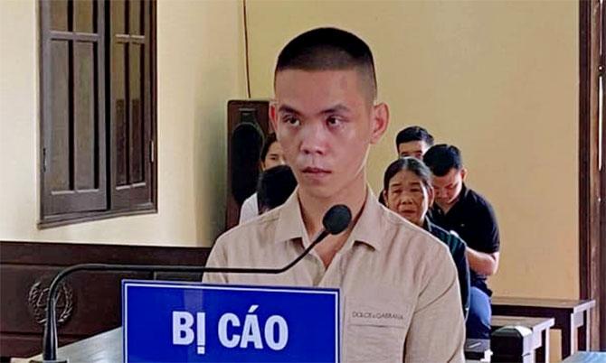 Bị cáo Bình tại phiên xử, ngày 23/4. Ảnh: Hùng Lê