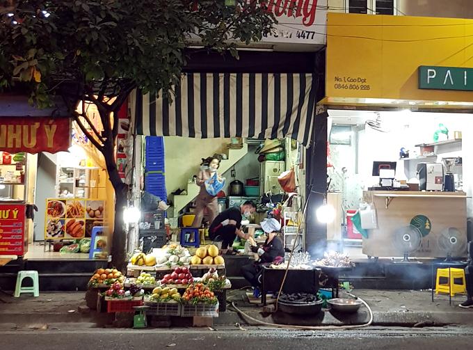 Địa chỉ cuối tuần: chân gà nướng vỉa hè phố Cao Đạt - 2