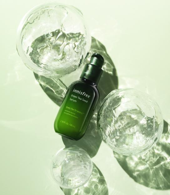innisfree Green Tea Seed Serum cấp nước tức thì, tăng cường hàng rào dưỡng ẩm.