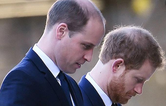 Hoàng tử William và em trai hội ngộ sau hơn 1 năm tại tang lễ Hoàng thân Philip hôm 17/4. Ảnh: EPA.