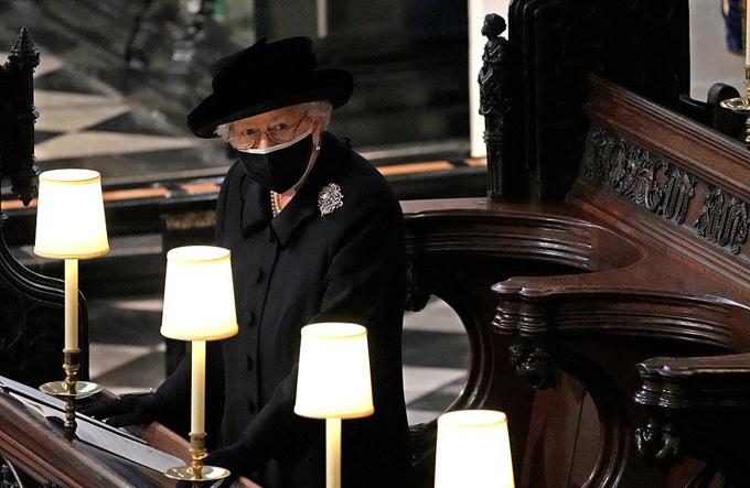Nữ hoàng Elizabeth II trong đám tang chồng - Hoàng thân Philip - hôm 17/4. Ảnh: Reuters.