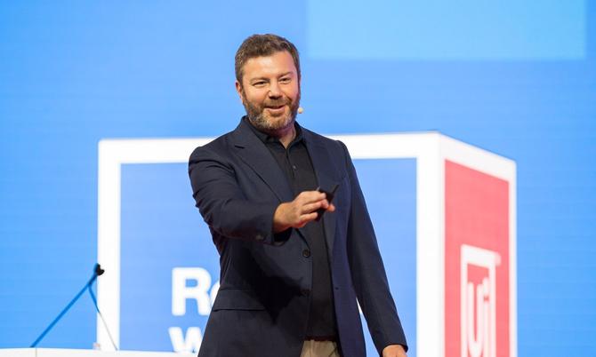 Tỷ phú mới Daniel Dines, CEO hãng phần mềm UiPath. Ảnh: AP.