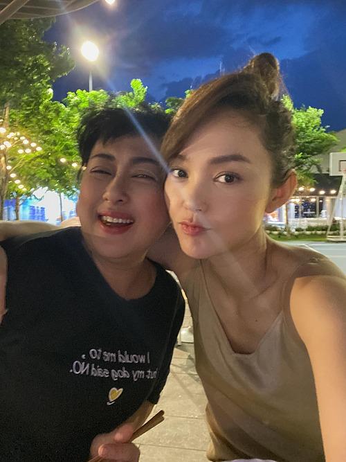 Minh Hằng cho biết đã lâu mới được hội ngộ diễn viên Thanh Thủy.