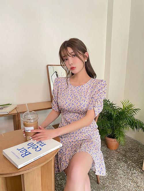 Với các kiểu đầm ảnh hưởng phong cách cổ điển, các bạn gái vừa có thể tôn chân thon gợi cảm vừa giúp mình trở nên trang nhã khi đi cafe cuối tuần, xem phim và hẹn hò ăn uống cùng bạn bè.